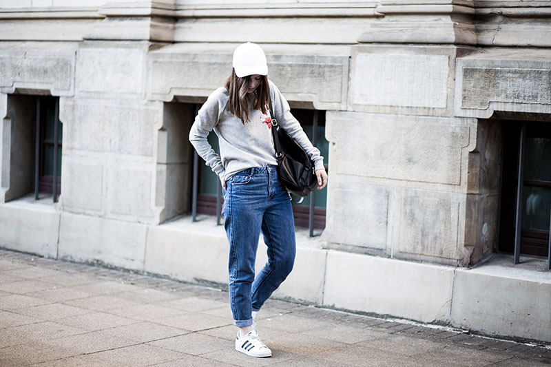 Zara-Mom-Jeans-mit-Adidas-Superstar-Blogvorstellung-Fashionblog