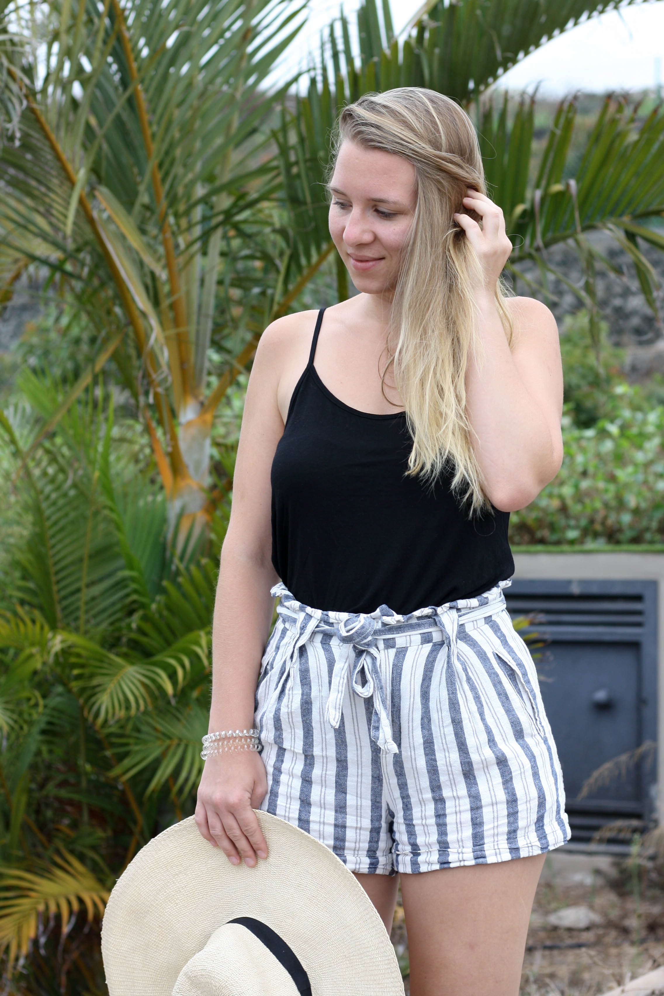 Easy Summer Outfit Striped Shorts Birkenstock Strohhut